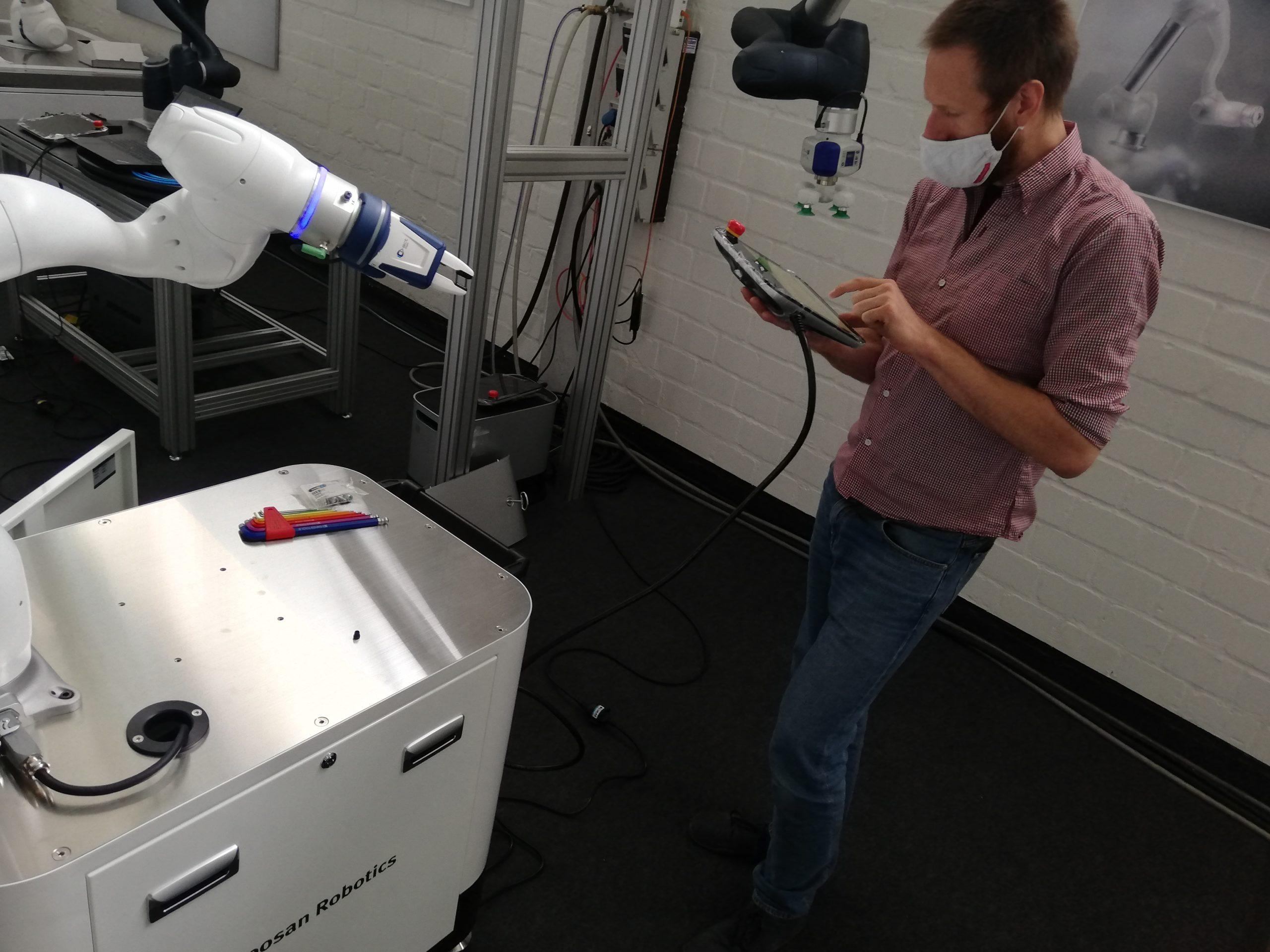 Gratis Roboter testen Doosan Robotics Termin bei Kunden Trial ausprobieren kostenlos Demo-Roboter Roboterschulung
